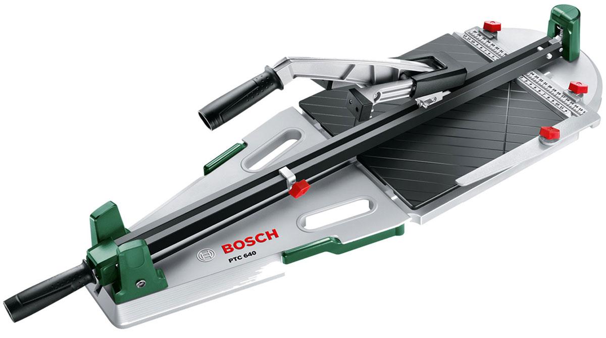 Плиткорез Bosch PTC 640 (0603B04400)0603B04400Bosch PTC 640 — это плиткорез для домашних мастеров, который отличается легкостью в обращении. Кроме того, при его использовании заметно минимизируется риск поломки керамической плитки. Благодаря продуманным функциям он гарантирует высокоточные результаты при резке керамической плитки длиной до 640 мм и толщиной 12 мм. Резка керамической плитки выполняется посредством высококачественного режущего диска с титановым покрытием. Этот диск обеспечивает разрезы с ровными кромками и, кроме того, он отличается исключительной долговечностью. Шкала на линейке и упор позволяют работать с точностью до миллиметра. Оснащенный опорной плитой из алюминиевого литья этот плиткорез выгодно отличается своей высокой надежностью. Благодаря резиновым ножкам он надежно стоит на полу. Дополнительно в комплект включен угловой упор 45° для выполнения диагональных резов. Плиткорез Bosch PTC 640 обеспечивает простую резку и ломку настенной и напольной керамической плитки толщиной до 12 мм. Плитка...