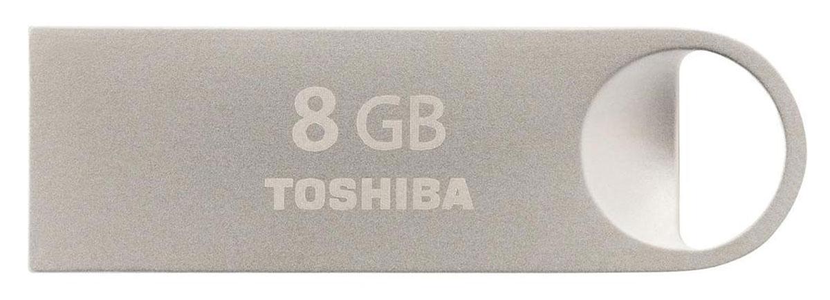 Toshiba Mini-Metal 8Gb, Silver USB-накопительTHN-U401S0080E4,319538С накопителем Toshiba Mini-Metal ваша мультимедийная коллекция всегда с вами, куда бы вы не шли. Благодаря предусмотренному дизайном отверстию для ремешка и весу всего в 1 г вы сможете с легкостью прикрепить мини- накопитель USB к цепочке для ключей. Элегантный удароустойчивый и пыленепроницаемый корпус стильного USB-накопителя выполнен из высококачественного металла премиум-класса. Мини-накопитель USB 2.0 имеет стандартный разъем типа A шириной 12 мм и высотой 4,5 мм. Совместим со всеми портами USB 2.0, которыми оснащены все ПК. Передача данных может осуществляться в обоих направлениях.
