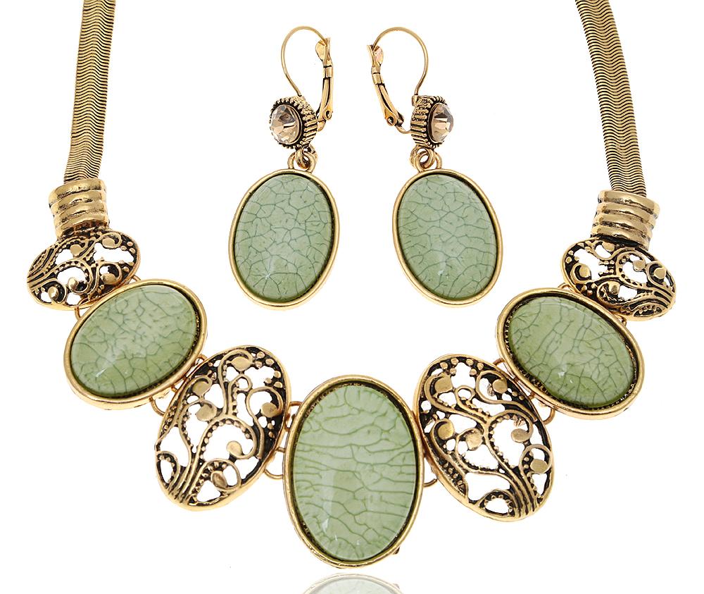 Комплект Лаодика: ожерелье и серьги в византийском стиле от D.Mari. Ювелирный пластик нежно-зеленого цвета, золотистые кристаллы, бижутерный сплав старое золото. ГонконгFH31370Комплект Лаодика: ожерелье и серьги в византийском стиле от D.Mari. Ювелирный пластик нежно-зеленого цвета, золотистые кристаллы, бижутерный сплав старое золото. Гонконг. Размер Ожерелье - полная длина 41-46 см, регулируется за счет застежки-цепочки. Серьги - 5 х 2 см.