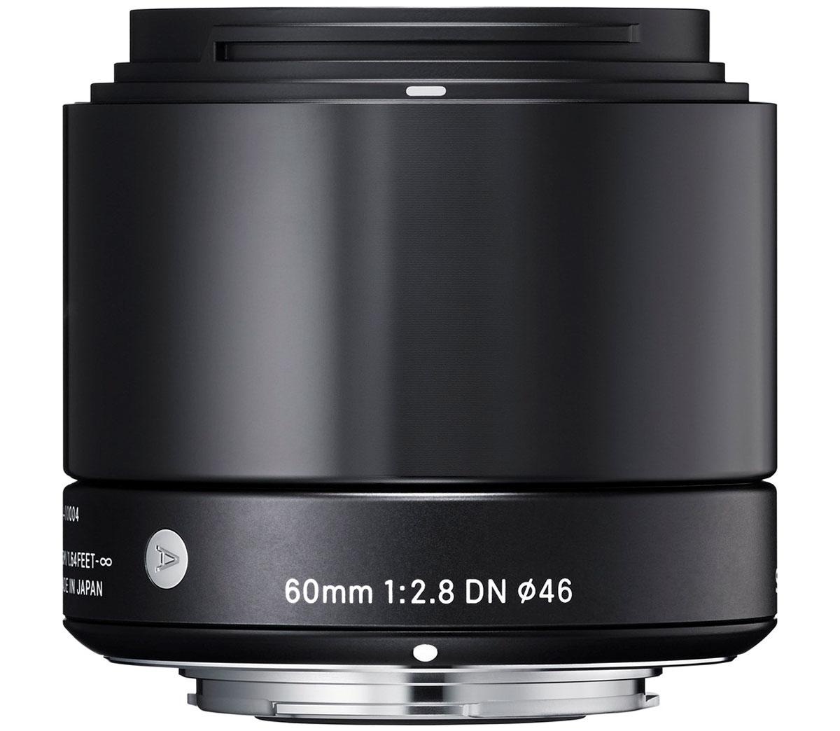 Sigma AF 60mm f/2.8 DN/A, Black объектив для Micro 4/3350963Объектив Sigma AF 60mm f/2.8 DN/A создан с применением передовых оптических технологий – легкий и компактный, с небольшой глубиной резкости – позволяет фотографу эффектно выделять отдельные части объекта съемки. Фокусное расстояние в эквиваленте равно 120 мм для Micro Four/Third и 90 мм для Sony E. Объектив создает изображения с натуральной перспективой и небольшой глубиной резкости, что вкупе с приятным боке делает снимки особо выразительными. Кроме этого, значительно улучшена функциональность. Простая форма кольца фокусировки, различие текстур каждой части, использование металла как основного материала и цельный корпус – все это составляющие дизайна Sigma AF 60mm f/2.8 DN/A. В конструкции объектива применяется самое современное сверхнизнодисперсное оптическое стекло (SLD), а также литые асферические элементы, что гарантирует превосходное исправление искажений и других видов аберрации. Закругленная 7-лепестковая диафрагма создает привлекательное...