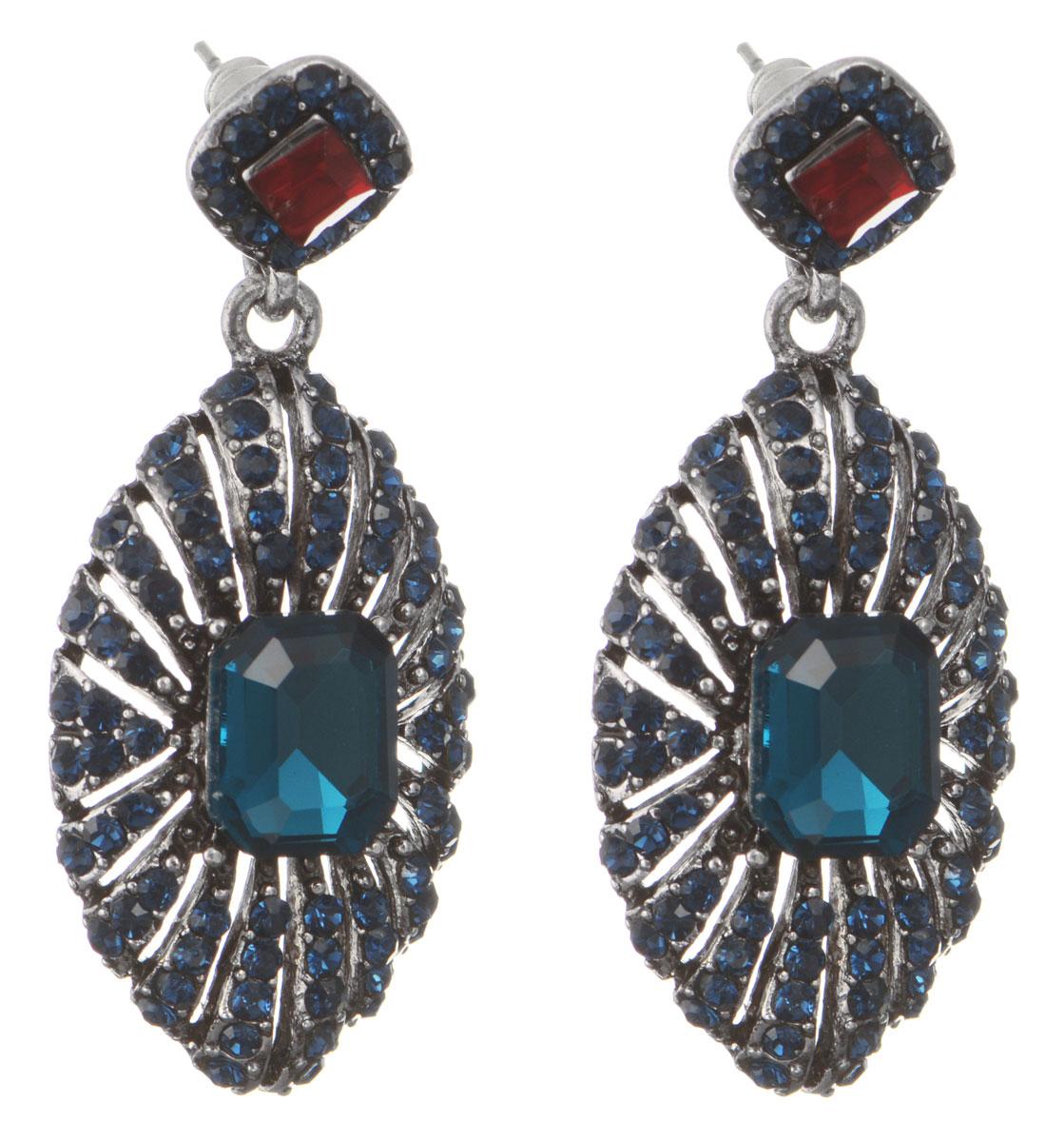 Серьги Taya, цвет: серебристый, синий. T-B-10556-EARR-D.BLUET-B-10556-EARR-D.BLUEОригинальные серьги Taya, выполненные из металлического сплава в виде подвесок овальной формы щедро декорированных крупными и мелкими стразами, придадут вашему образу изюминку, подчеркнут красоту или преобразят повседневный наряд. Застегиваются на замок-гвоздик с пластиковой заглушкой. Такие серьги позволит вам с легкостью воплотить самую смелую фантазию и создать собственный, неповторимый образ.