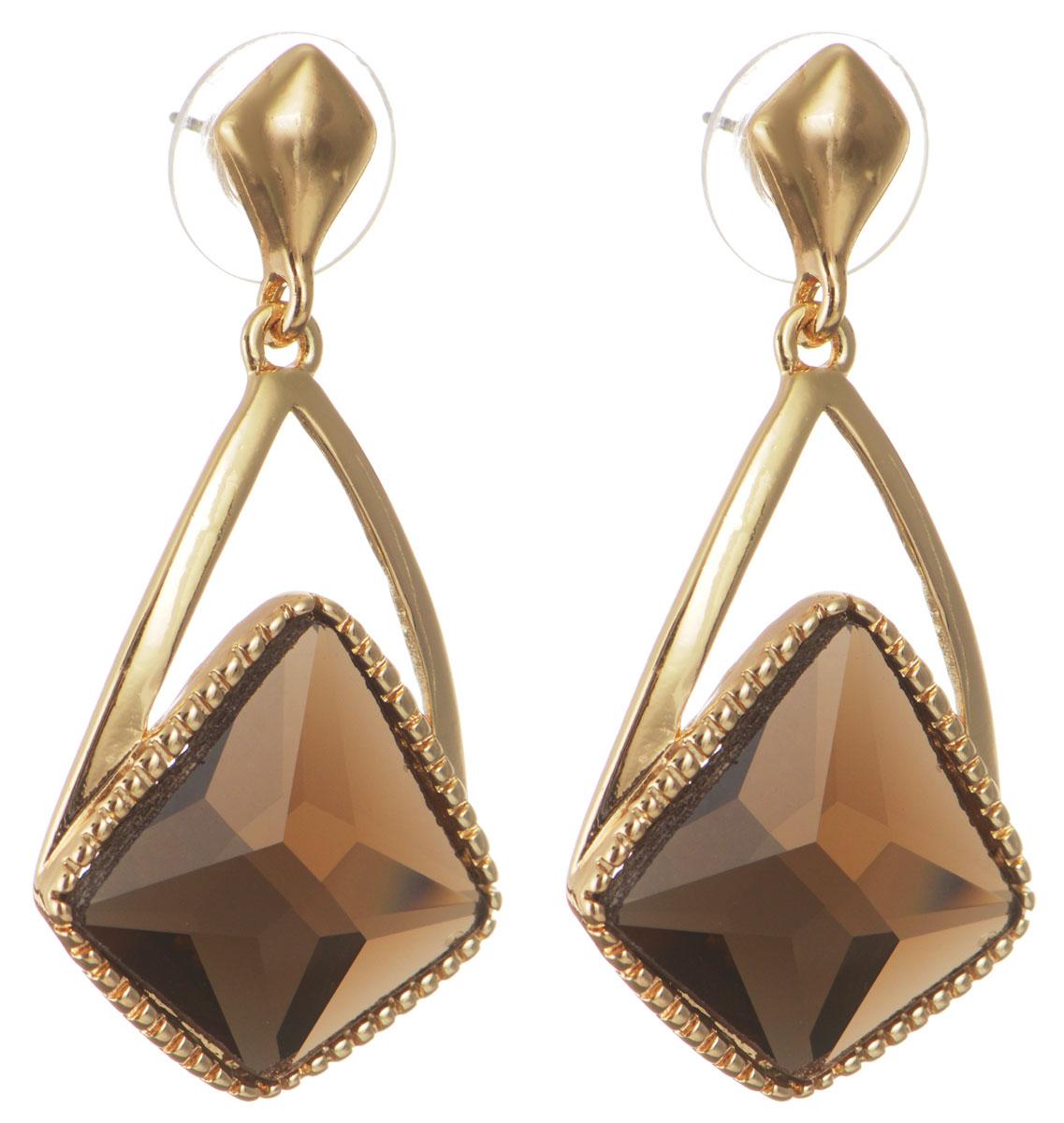 Серьги Taya, цвет: золотистый. T-B-10741-EARR-GOLDT-B-10741-EARR-GOLDОригинальные серьги Taya, выполненные из металлического сплава в виде подвесок в форме капли декорированной крупным кристаллом необычной формы, придадут вашему образу изюминку, подчеркнут красоту или преобразят повседневный наряд. Застегиваются на замок-гвоздик с пластиковой заглушкой. Такие серьги позволят вам с легкостью воплотить самую смелую фантазию и создать собственный, неповторимый образ.