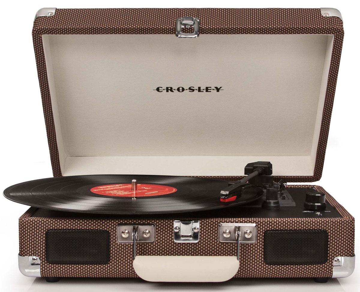 Crosley 8005, Tweed ретро-проигрывательCR8005-TWКомпактный и оригинальный портативный проигрыватель виниловых пластинок Crosley 8005. Три скорости воспроизведения позволяют прослушивать пластинки практически всех типов, а благодаря встроенным стереодинамикам, вы сможете слушать музыку без подключения его к акустической системе.