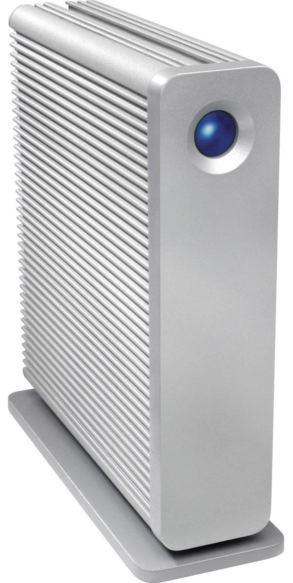 LaCie d2 Quadra 5TB внешний жесткий диск9000481EKLaCie d2 Quadra представляет собой внешний жесткий диск, имеющий частоту вращения шпинделя 7200 об/мин, а также высокоскоростной интерфейс передачи данных USB 3.0. Он предназначен для надежного хранения данных и различного рода медиафайлов. Также предоставляет возможность резервного копирования огромного количества файлов за считанные секунды. Винчестер заключен в корпус из теплоотводящего и высокопрочного алюминия, который обеспечивает не только эффектный внешний вид, но и превосходную теплоотдачу, защищая устройство от перегрева. LaCie d2 Quadra идеален для интеграции в профессиональное сетевое окружение, например, студии звукозаписи, редакции газеты, телестудии и т. п. - любого места, где крайне важна сохранность данных и быстрый доступ к ним. Внешний жесткий диск отличается молниеносными скоростями передачи данных до 5 Гб/с, что четыре раза быстрее интерфейса USB 2.0. Теперь вы можете копировать файлы большого объема и создавать резервные ...