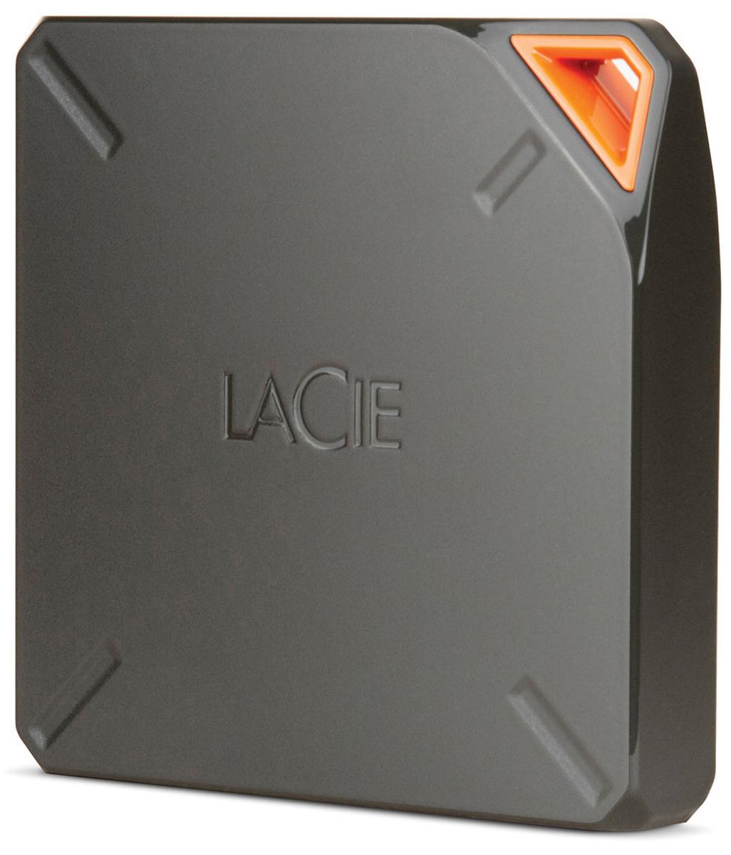 LaCie Fuel 2TB беспроводной внешний жесткий диск9000464EKLaCie Fuel - универсальный внешний накопитель с беспроводным интерфейсом Wi-Fi, сможет расширить объем памяти не только компьютеров, но и портативной электроники - планшетов, смартфонов. Батарея устройства рассчитана на 10 часов автономной работы. Кроме того, накопитель может играть роль точки доступа, будучи подключенным к интернету по Wi-Fi. Аксессуар позволит значительно расширить возможности Вашего гаджета, планшетного компьютера или ноутбука без использования дополнительных проводов и интернета. Компактность, а также высокая производительность данной модели делают LaCie Fuel практически незаменимым спутником в нашей повседневной жизни, в различных поездках и путешествиях. Выполненный из качественнейших и современных материалов, беспроводной жесткий диск способен одновременно работать с пятью устройствами, однако, при потоковой передаче данных их число сокращается до трех. Модель имеет очень прочный корпус и широкий диапазон Wi-Fi (до 45...
