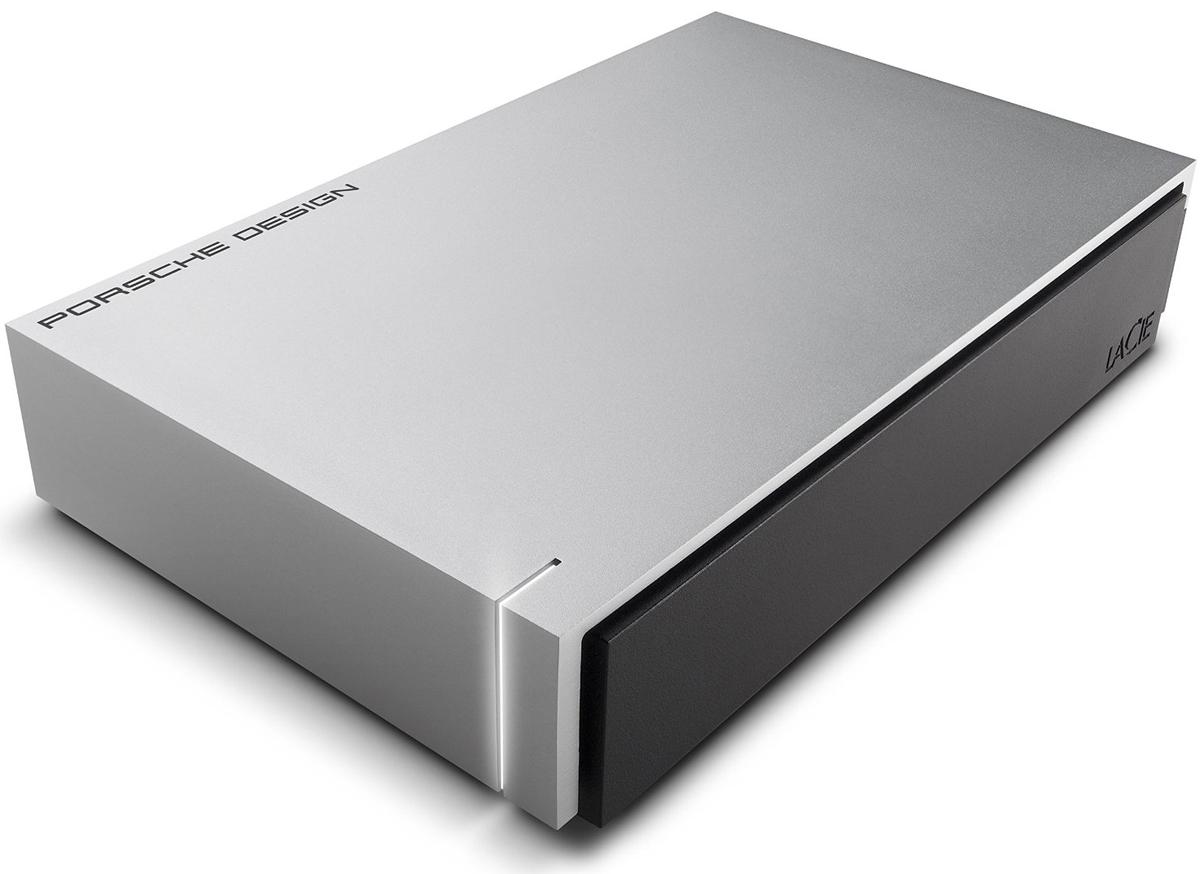 LaCie Porsche Design Desktop Drive 5TB, Light Grey внешний жесткий диск (P9233)9000479LaCie Porsche Design Desktop Drive - представляет собой сверхстильный внешний накопитель для вашего компьютера, оборудованный высокоскоростным интерфейсом USB 3.0. Он заключен в стильный и прочный корпус из алюминия (это способствует хорошему отводу тепла), не только надежно защищающий находящуюся внутри электронику, но и придающий накопителю потрясающий внешний вид. Кстати, дизайн жесткого диска был разработан студией Porsche Design. Совместимые ОС: Windows 7, Windows 8 и выше / Mac OS X 10.5 и выше