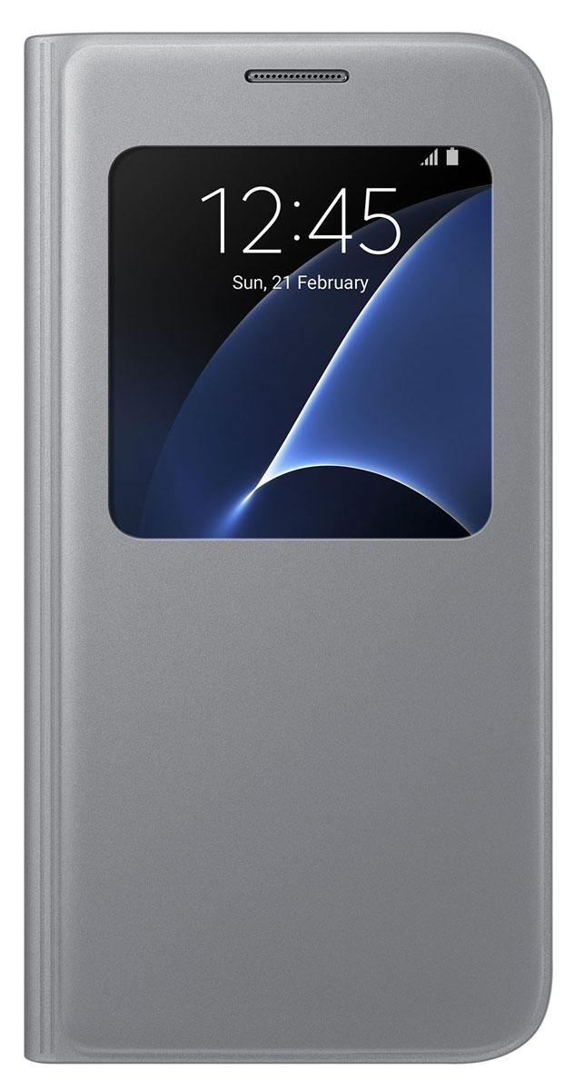 Samsung EF-CG930 S View Cover чехол для Galaxy S7, SilverEF-CG930PSEGRUSamsung EF-CG930 S View Cover - тонкий и стильный чехол с дополнительным окошком, изготовленный из высококачественных материалов, обеспечивает надежную защиту дисплея. Создан специально для Galaxy S7, практически не увеличивает габариты и сохраняет компактность смартфона. Благодаря ему вы можете следить за информацией на экране без лишних движений.