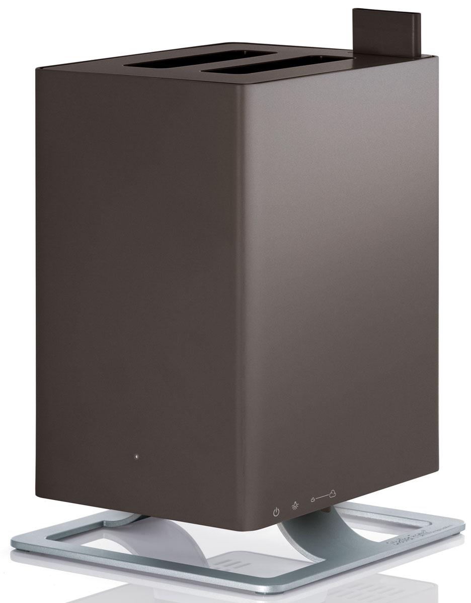 Stadler Form Anton, Bronze увлажнитель воздуха0802322005448Stadler Form Anton – это уникальный ультразвуковой увлажнитель воздуха с функцией ароматизации. Его уникальность заключается в технологии ароматизации: благодаря специальной долговечной мембране ароматическое масло можно добавлять непосредственно в резервуар с водой, а не в отдельный отсек как у большинства увлажнителей. Таким образом, во время использования прибора, испаряется уже ароматизированная вода. Anton умеет создавать нужную атмосферу для любого случая! Комфортной совместной жизни с Stadler Form Anton-ом способствует также его компактность, благодаря которой вы без труда найдете ему место в интерьере вашего дома. Также несомненным преимуществом Anton-а является то, что он не будет усложнять вашу жизнь: эксплуатировать по прямому назначению его предельно просто. Механическое управление не заставит вас ломать голову и тратить время на рутинное чтение инструкций. Оптимальный размер бака для воды – 2,5 л, при этом в случае отсутствия воды прибор...