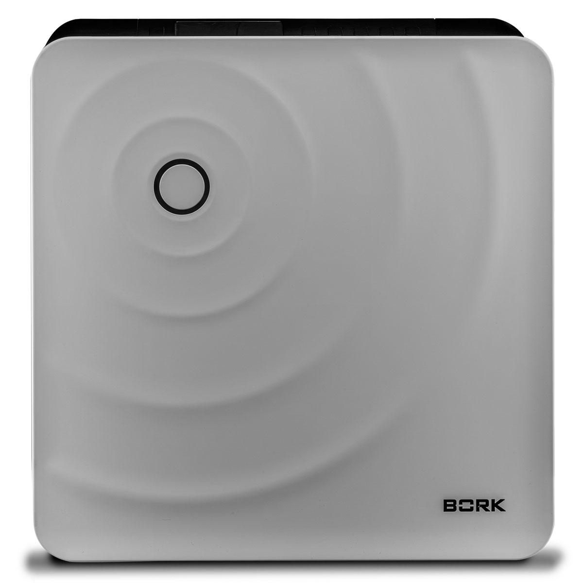 Bork Q700 мойка воздухаQ700Bork Q700 увлажняет воздух с помощью естественного испарения воды. Увлажнение воздуха путем естественного испарения воды, с медицинской точки зрения, является самым оптимальным для детей, взрослых и домашних животных. Мойка воздуха способна эффективно увлажнять помещение до 35 м2.Устройство снабжено цифровым гигрометром, который отлеживает изменения влажности в помещении, и, в зависимости от его показателей, мойка выбирает наиболее подходящий уровень интенсивности увлажнения (TURBO, HIGH или LOW) и один из четырех автоматических режимов. Является полностью автоматическим комплексом для одновременной очистки и увлажнения воздуха путем естественного испарения воды. Загрязненный воздух проходит через систему влажных дисков, где водой задерживаются все частицы размером до 10 мкр. Комплектующие обработаны органическим комплексом, обладающим мощными бактерицидными свойствами. Тип увлажнения воздуха: барабанный Эффективная...