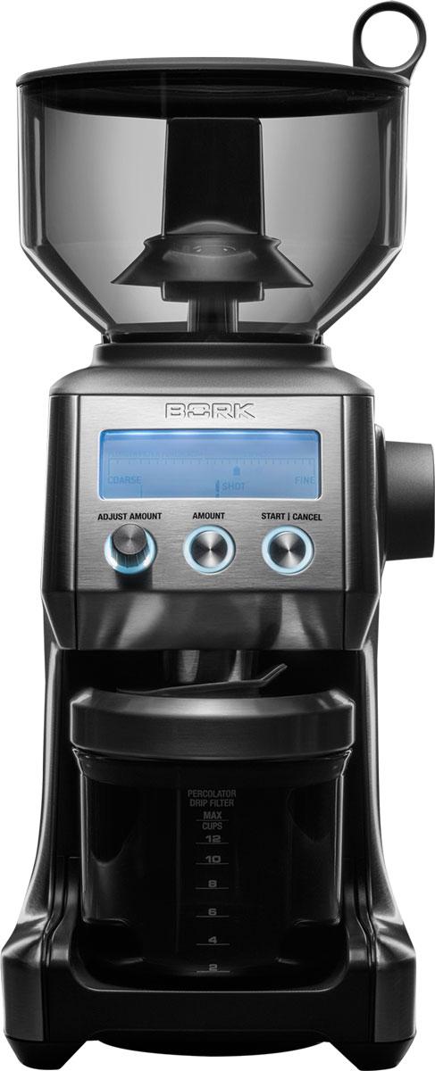 Bork J800 кофемолкаj 800Профессиональная кофемолка Bork J800, оснащенная 25 степенями помола, которые можно выбрать в зависимости от сорта кофе, вида обжаривания, а также способа приготовления. Полученный молотый кофе можно использовать в капельных, гейзерных и эспрессо-кофеварках, а также во френч-прессе. Конические жернова кофемолки из нержавеющей стали обеспечивают наилучший результат: благодаря оптимальной скорости вращения они не обжигают кофейные зерна, сохраняя их вкус и аромат и добиваясь равномерного помола. Герметичный контейнер предназначен для хранения молотого кофе – в нем кофе не теряет своих вкусовых и ароматических свойств. Кстати, в этом устройстве можно перемолоть даже специи! Для удобства пользователей в приборе предусмотрено электронное управление, удобный поворотный регулятор степени помола, информативный дисплей, опора для скольжения, съемный поддон. В комплект входят 2 крепления для держателей фильтров различного диаметра, используемых...