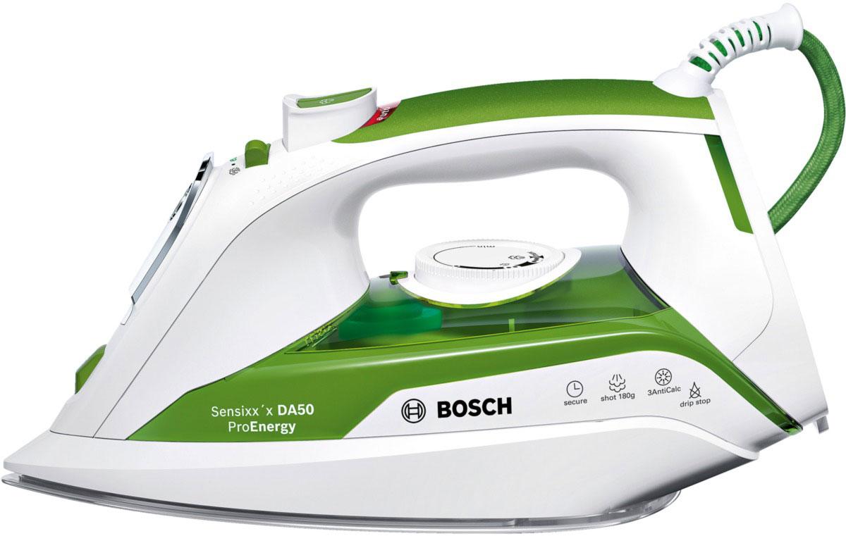 Bosch TDA 502412E, White Green утюгTDA 502412EУтюг Bosch TDA 502412E оснащен сенсорной системой безопасности: при касании ручки утюг включается, при отсутствии контакта с утюгом, он отключен. Анодированная алюминиевая подошва с эмалевыми линиями CeraniumGlissee способствует быстрому нагреву и отличному скольжению. Мощность Bosch TDA 502412E достигает 2400 Вт, что позволяет качественно гладить даже тяжелые и сложные ткани, а заостренный носик поможет разгладить складки между пуговицами и швами. Предусматривается вместительный резервуар для воды на 350 мл, позволяющий долгое время использовать режим отпаривания. Простой уход за пересушенными вещами гарантируется благодаря функции разбрызгивания, а также паровому удару.
