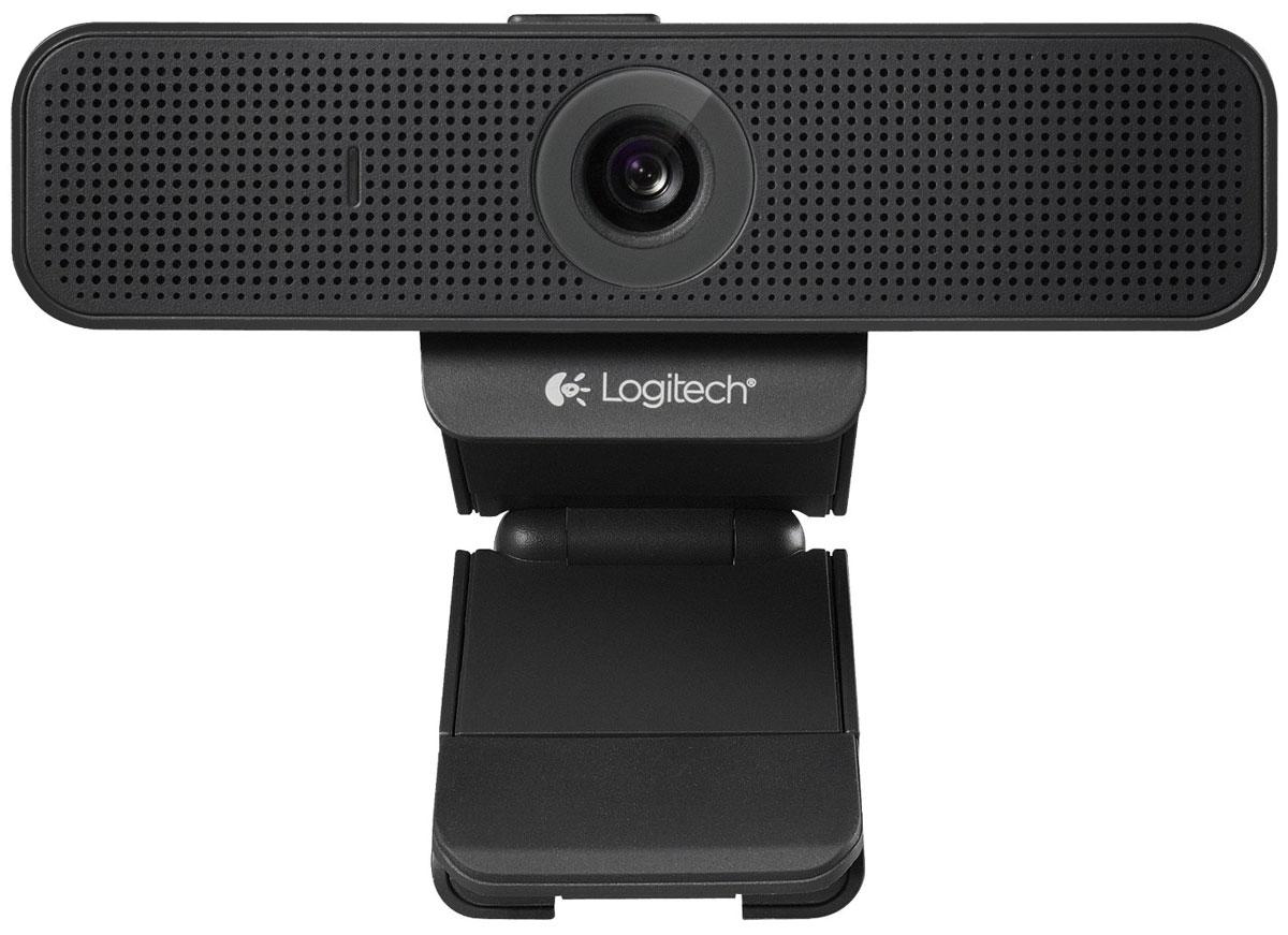 Logitech C920-С веб-камера960-000945Общайтесь с помощью видеовызовов в формате Full HD 1080p по Skype или видеовызовов в формате HD 720p по FaceTime для Mac с веб-камерой Logitech C920-С. Также осуществляйте высококачественные видеовызовы в Google Hangouts и других приложениях для видеосвязи. Общайтесь со своими друзьями с Facebook, используя функцию видеосвязи в Skype или Facebook Messenger. Записывайте качественные и реалистичные видеоклипы в формате HD 1080p, в которых видны мельчайшие детали. Поддержка формата Full HD достигается благодаря инновационной технологии сжатия по стандарту H.264. Стандарт H.264 ускоряет процедуру сжатия, обеспечивая быструю и плавную загрузку видео, для которой не требуется дополнительных системных ресурсов. Убедитесь, что собеседники слышат ваш настоящий голос. Два микрофона по обе стороны веб-камеры создают естественное стереозвучание.