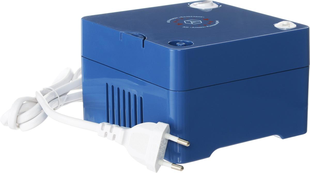 Алмаз MCN-600С компрессорный ингаляторMCN-600СИнгалятор состоит из пластмассового корпуса и распылительной камеры, соединенной с ним гибким шлангом. В корпусе установлен поршневой компрессор, который создает избыточное давление воздуха, подаваемого по гибкому шлангу в распылительную камеру. Конструктивно камера — это пластмассовая емкость для лекарства с устройством для его распыления потоком воздуха. Корпус ингалятора изготовлен из гигиеничной пластмассы высшего сорта, что обусловливает безвредность при использовании, современный эстетичный и эргономичный дизайн. При изготовлении электронного блока использованы современные качественные материалы. Благодаря этому достигнута высокая надежность прибора, его безопасность, удобство применения. Питание от бытовой сети переменного тока 220В Интенсивность распыления: 0,3 мл/ мин Размер частиц аэрозоля: не более 4 мкм Объем емкости для лекарств: 6 мл Уровень шума: 55 дБ Диапазон давления компрессора: 30-36 Psi
