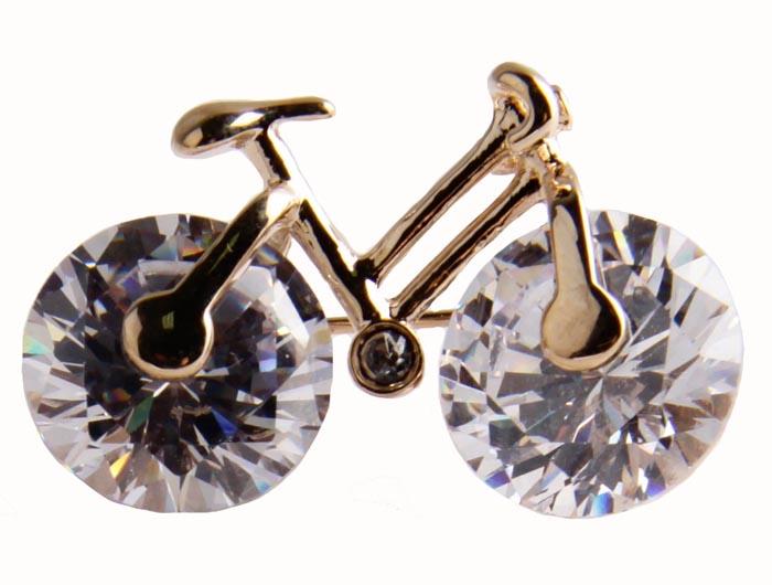 Брошь Велосипед. Бижутерный сплав, кристаллы. Корея, конец ХХ векаОС23804Брошь Велосипед. Бижутерный сплав, кристаллы. Корея, конец ХХ века. Размеры 3 х 2 см. Сохранность хорошая. Предмет не был в использовании. Небольшая брошь в виде велосипеда - чудесное украшение на каждый день. Украшение подойдет как молодым девушкам, так и дамам элегантного возраста. Выполнена брошь из бижутерного сплава золотого тона. Прекрасное дополнение как вашего дневного образа: на работе, на прогулке.