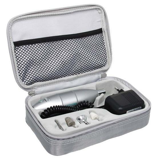 Набор для маникюра Medisana Medistyle S28032019Практичный и компактный маникюрно-педикюрный набор для ухода за ногтями и кожей ног и рук. Специальные насадки с качественным сапфировым напылением позволят легко укорачивать пластину, устранять неровности ее поверхности, удалять кутикулы и аккуратно срезать мозоли. Максимальная скорость, развиваемая головками, составляет 5000 оборотов в минуту, при этом регулируется она плавно, что помогает оберегать структура ногтя от повреждений. Набор можно применять для работы с людьми, больными сахарным диабетом. Компактные размеры аппарата позволяют носить его с собой, что важно для специалистов, работающих с выездом. Таким образом, прибор идеально подходит для создания ухоженного образа как при домашнем применении, так и в специализированных салонах. А удобная форма аппарата обеспечивает проведение процедуры маникюра или педикюра быстро, качественно и совершенно безопасно. Выбирая Medistyle S, вы получаете качество немецкого бренда Medisana. Особенности: 4 насадки с неизнашиваемым...