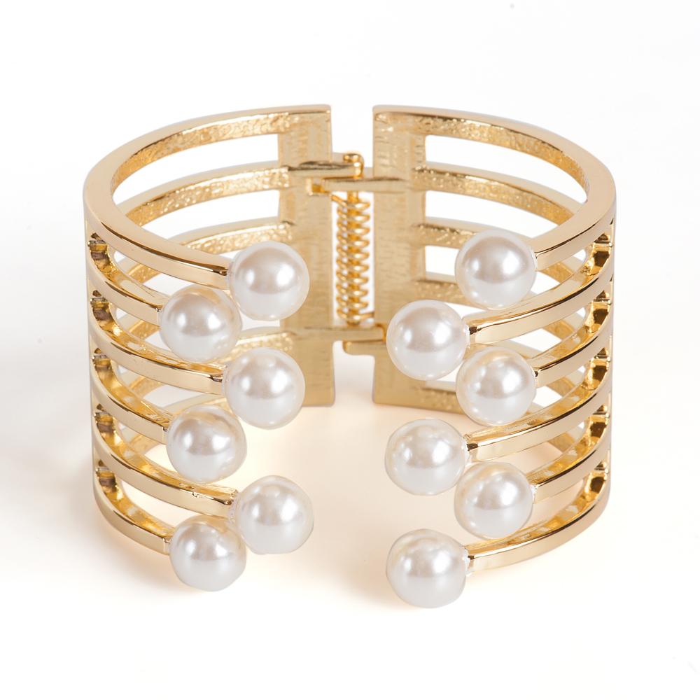 Браслет жен. Selena Street Fashion, цвет: белый, золотистый. 4005868040058680Искусственный жемчуг. Гальваническое покрытие: золото.