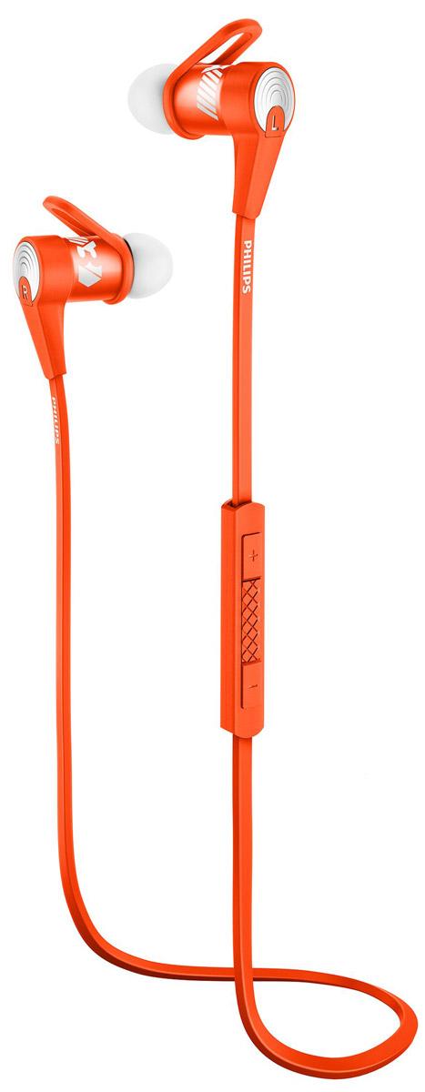 Philips SHQ7300OR/00 спортивные наушникиSHQ7300OR/00Микроизлучатели спортивных наушников Philips SHQ7300 воспроизводят плотные басы и сбалансированный звук, а фиксаторы обеспечивают безопасную посадку. Благодаря возможности сопряжения одним касанием с помощью NFC и защите от влаги IPX2, эти наушники — идеальный выбор для любителей спорта и музыки. Технология NFC позволяет одним касанием легко подключать наушники-вкладыши Bluetooth к любому устройству с поддержкой Bluetooth. Точно настроенные микроизлучатели обеспечивают превосходное качество звука при прослушивании музыки на наушниках-вкладышах с поддержкой Bluetooth. Точные 6-мм микроизлучатели и микросхема со встроенным эквалайзером и функцией Bluetooth позволили Philips создать компактный и удобный форм-фактор спортивных наушников SHQ7300 и обеспечить воспроизведение мощного и сбалансированного звука. Материалы изделия имеют класс защиты IPX2, поэтому модель SHQ7300 идеально подходит для использования на улице и во время занятий...