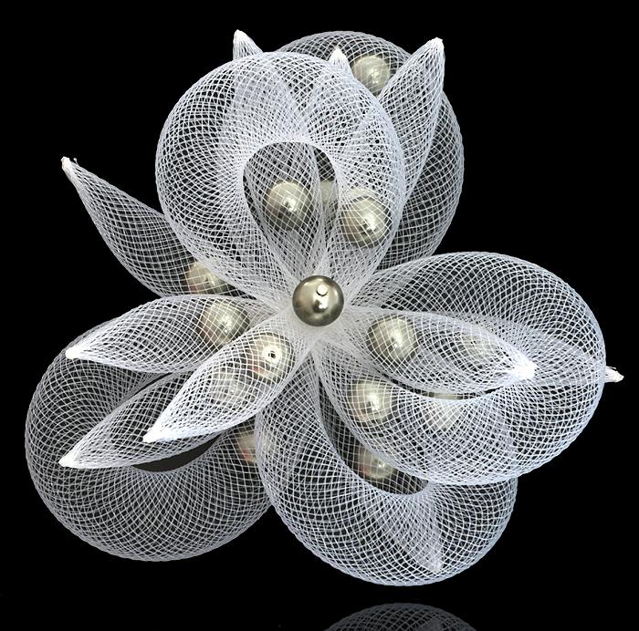 Брошь Снежный цветок. Сетка, искусственный жемчуг, ручная работа. Murano, Италия (Венеция)КСС2Брошь Снежный цветок. Сетка, искусственный жемчуг, ручная работа. Murano, Италия (Венеция). Диаметр - 11 см. Тип крепления - булавка с застежкой. Каждое изделие из муранского стекла уникально и может незначительно отличаться от того, что вы видите на фотографии.