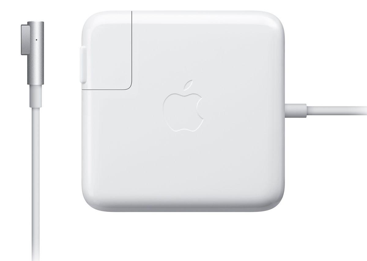 Apple MagSafe для MacBook Pro 2010 зарядное устройствоMC556Z/BАдаптер питания MagSafe мощностью 85 Вт оснащён магнитным разъёмом, который легко отсоединяется при сильном натяжении кабеля. Это помогает избежать преждевременного износа кабелей. Кроме того, магнитный разъём обеспечивает быстрое и надёжное подключение к системе. При правильном подключении на разъёме загорается светодиод. Жёлтый цвет означает, что портативное устройство заряжается, а зелёный показывает, что устройство полностью заряжено. Кабель питания, прилагающийся к адаптеру, даёт максимальное пространство для манёвра, а штепсельная вилка для розетки переменного тока (также входит в комплект) позволяет путешествовать налегке. Этот адаптер удобно брать с собой в дорогу: кабель можно намотать на устройство и таким образом сэкономить место. Этот адаптер питания заряжает литиевый аккумулятор с полимерным электролитом независимо от того, включена ли система, выключена или находится в режиме сна. Он также обеспечивает систему питанием, если вы ...