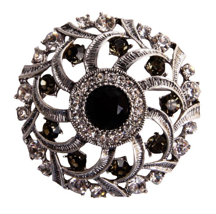 Брошь София. Бижутерный сплав, австрийские кристаллы, искусственные камни. Конец XX века30026610Брошь София. Бижутерный сплав, австрийские кристаллы, искусственные камни. Конец ХХ века. Размеры 4 х 4 см. Сохранность хорошая. Предмет не был в использовании. Изящное украшение выполнено в ярко выраженном византийском стиле. Брошь украшена целой россыпью сверкающих австрийских страз, инкрустирована имитацией драгоценных камней. Представленное вашему вниманию изделие отличается высоким уровнем мастерства исполнения, оригинальным авторским дизайном. Этот аксессуар станет изысканным украшением для романтичной и творческой натуры и гармонично дополнит Ваш наряд, станет завершающим штрихом в создании образа.