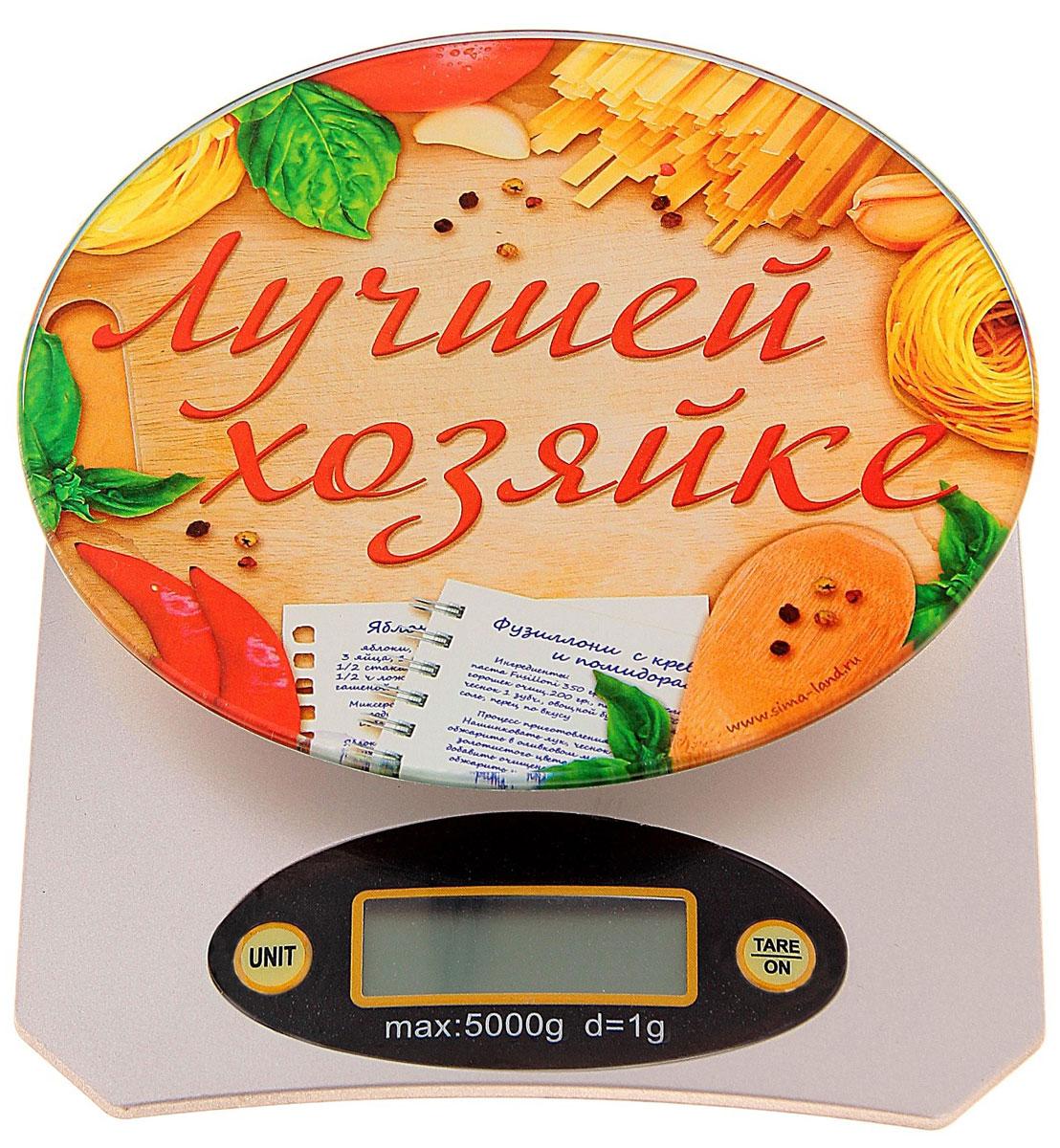Весы кухонные Sima-land Лучшей хозяйке, электронные, до 5 кг, 21,5 х 15 см760182Электронные весы Sima-land Лучшей хозяйке станут надежным помощником как для повара со стажем, так и для начинающего кулинара. На них можно взвешивать любые виды продуктов: сыпучие (крупы, муку), жидкие (воду, молоко) или твердые (тестообразные, пастообразные). Кухонные весы - незаменимая вещь на вашей кухне, ведь точность вплоть до грамма никогда не бывает лишней, если речь идет о любимом блюде. Особенности весов: Прибор оборудован высокоточным тензометрическим датчиком. Цена деления: 0,1-1 г. ЖК-дисплей. Автоматическое обнуление. Автоматическое отключение. Индикатор заряда батареи. Индикатор перевеса. Определяет массу тары. Определяет массу в граммах и унциях. Питается от батарейки типа CR 2032 (не входит в комплект).