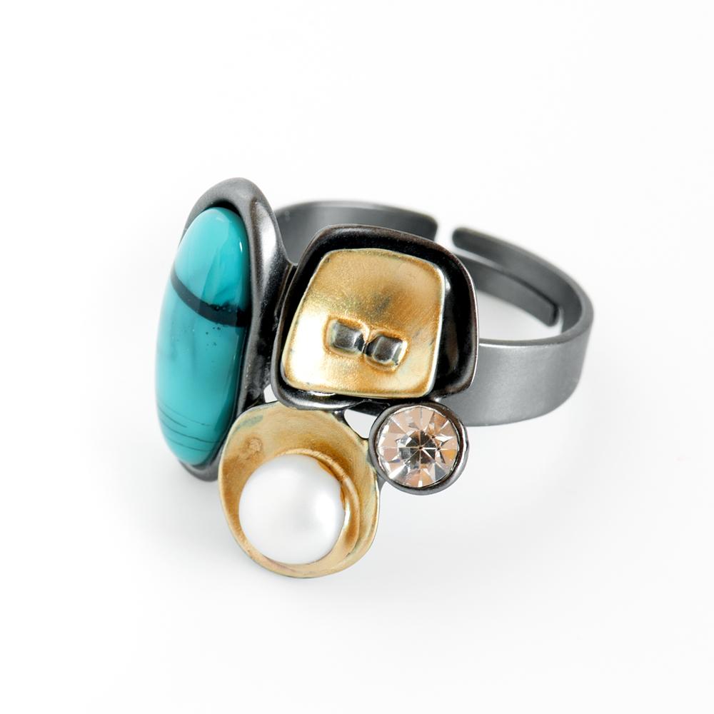Кольцо Selena Valencia, цвет: белый, бирюзовый, золотистый. 6002526060025260Культивированный жемчуг, ювелирная смола, кристаллы Preciosa, латунь. Гальваническое покрытие: золото, черненый родий., размер кольца регулируется
