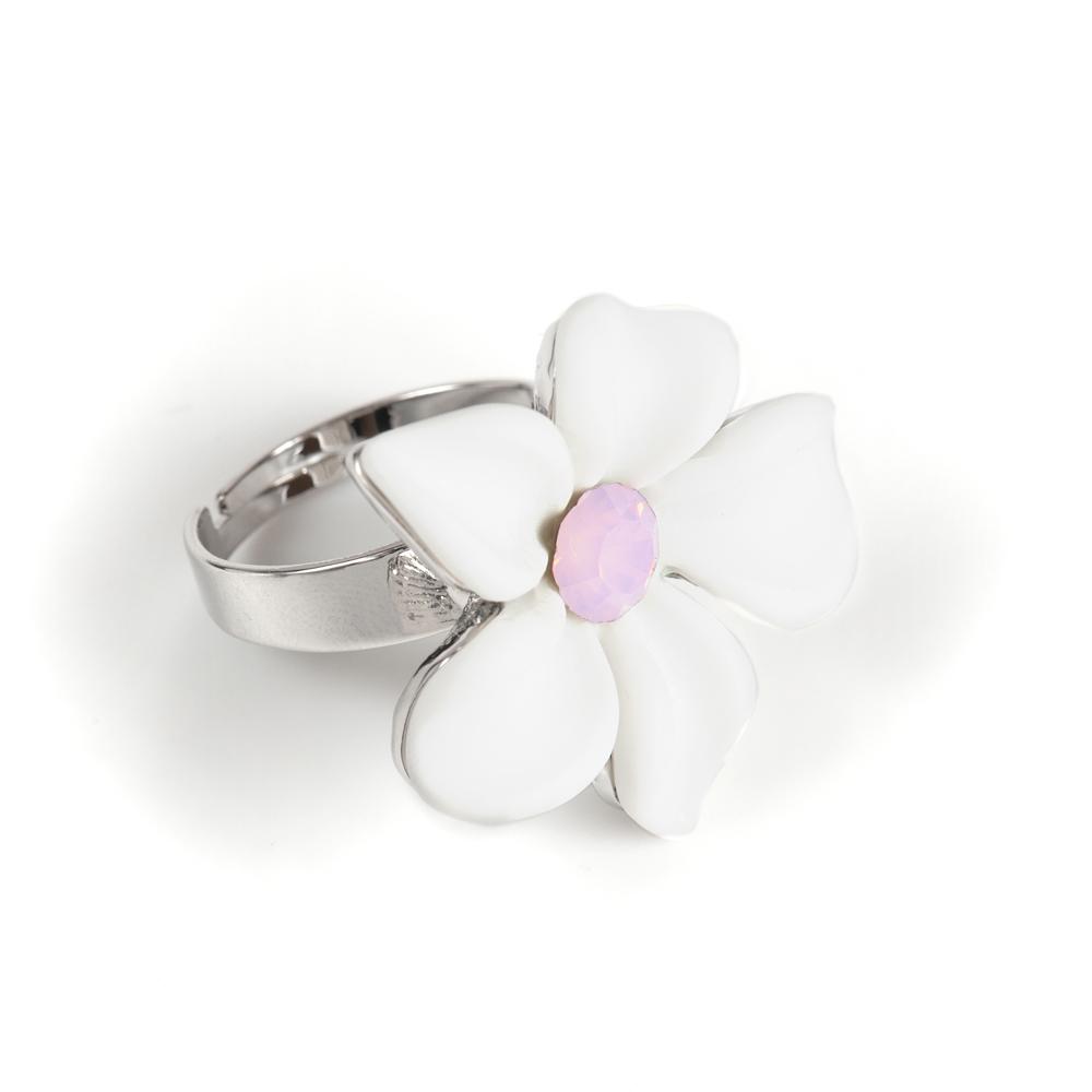 Кольцо Selena Audrey, цвет: белый, розовый. 6002529060025290Керамика, кристаллы Preciosa, латунь. Гальваническое покрытие: родий., размер кольца регулируется диаметр цветка 3 см