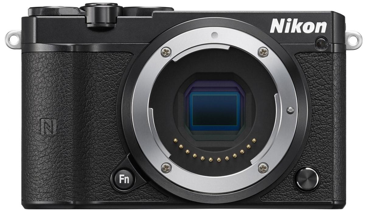 Nikon 1 J5 Body, Black цифровая фотокамераVVA241AEБросьте вызов обыденности с ультрапортативной системной фотокамерой Nikon 1 J5. Создавайте захватывающие 20,8-мегапиксельные изображения и удивительно резкие видеоролики с разрешением 4K. Благодаря исключительной скорости съемки, которая даже выше, чем у цифровых зеркальных фотокамер, вы не упустите интересный кадр. Ваши снимки будут выгодно отличаться от фотографий, снятых при помощи смартфонов, благодаря разрешению 20,8 мегапикселя. Фотокамера Nikon 1 J5 оснащена большой КМОП-матрицей и может использоваться с объективами 1 NIKKOR. Это отличный инструмент для реализации самых смелых творческих замыслов. При скорости 20 кадров в секунду с непрерывной автофокусировкой портативная фотокамера Nikon 1 J5 позволяет снимать сюжеты, недоступные даже для цифровой зеркальной фотокамеры. Благодаря режиму Спорт вы сможете запечатлеть самые стремительные движения и не упустите ни одного важного момента. Записывайте видеоролики сверхвысокой резкости...