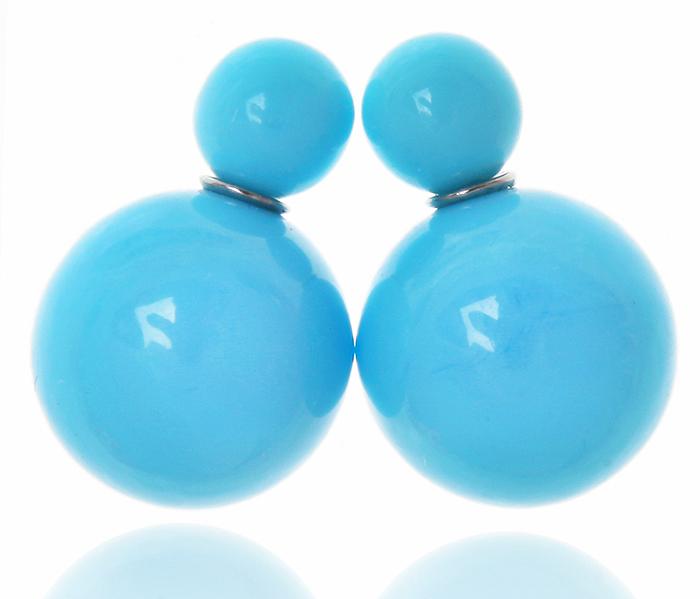 Серьги-шары Моника. Бусины голубого цвета, бижутерный сплав серебряного тона. Arrina, Гонконгr842f000Двухсторонние серьги-шары Моника. Бусины голубого цвета, бижутерный сплав серебряного тона. Arrina, Гонконг. Размер - диаметр 1,5 см. Серьги-шары - самый модный тренд в этом сезоне!