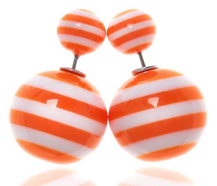 Серьги-шары Амели. Бусины оранжевого и белого цвета, бижутерный сплав серебряного тона. Arrina, Гонконг20089660Двухсторонние серьги-шары Амели. Бусины оранжевого и белого цвета, бижутерный сплав серебряного тона. Arrina, Гонконг. Размер - диаметр 1,5 см. Серьги-шары - самый модный тренд в этом сезоне!