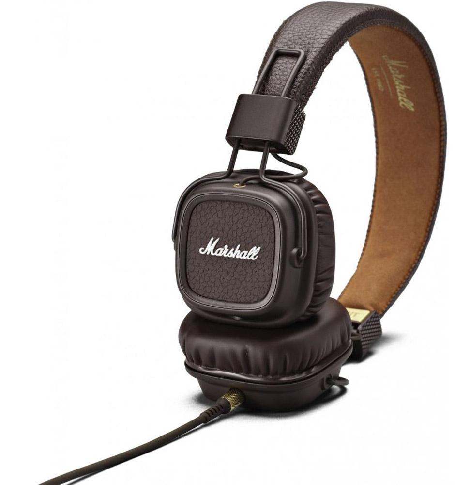 Marshall Major II, Brown наушники7340055311120Встречайте Marshall Major II - второе поколение легендарных наушников! Более глубокие басы, четкие высокие частоты, низкий уровень искажений и улучшенная эргономика - разработчики Marshall постарались на славу. Важная особенность данной модели - полностью отсоединяемый кабель, который можно подключать как с левой стороны, так и с правой. Шнур оснащен микрофоном и пультом управления, что позволяет вам всегда оставаться на связи. На каждой чаше находится разъем 3,5 мм, к которому можно подключить динамики или другие наушники. Делитесь своей музыкой в любом месте и в любое время. Ставший классикой дизайн Major теперь приобрел округлые формы и более прочное виниловое покрытие. В остальном Marshall остался верен себе: логотип на чашках наушников, металлические детали золотого цвета и характерная складная конструкция.