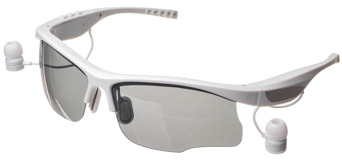 Harper HB-600, White очки с Bluetooth-гарнитуройH00001016Стильные спортивные солнцезащитные очки с Bluetooth-гарнитурой Harper HB-600. Cветофильтры очков изготовлены из пластика, легкого и небьющегося. Фильтры поляризованы, то есть они не просто затемняют, а именно не пропускают вредные для глаз лучи. В Harper HB-600 используются внутриканальные наушники, которые выведены на небольших проводках из оправы возле уха. Подключение к вашему устройству происходит посредством беспроводной связи Bluetooth. Длины провода достаточно, чтобы можно было поднять очки наверх, не вытаскивая гарнитуру из ушей. На внешней стороне оправы предусмотрены металлические вставки, к которым примагничиваются наушники. Внутренняя часть дужек покрыта резиной.