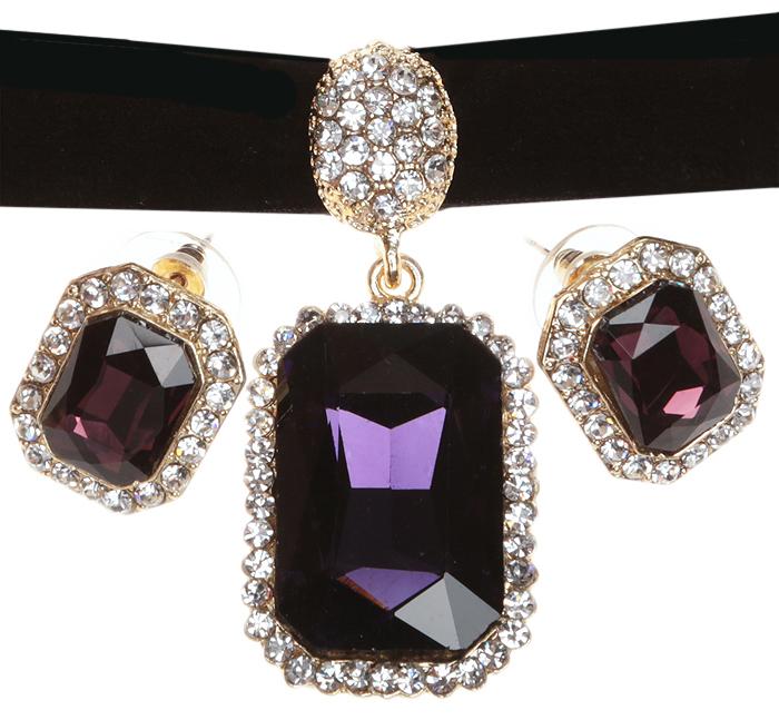 Комплект Лилиан: бархотка и серьги-пусеты от Arrina. Велюр черного цвета, кристаллы фиолетового цвета, прозрачные стразы, бижутерный сплав золотого тона. ГонконгT-B-10372-SET-SL.D.BLUEКомплект Лилиан: бархотка и серьги-пусеты от Arrina. Велюр черного цвета, кристаллы фиолетового цвета, прозрачные стразы, бижутерный сплав золотого тона. Гонконг. Размеры: Бархотка - полная длина 36-43 см, размер регулируется за счет застежки-цепочки. Серьги - 2 х 1,5 см.