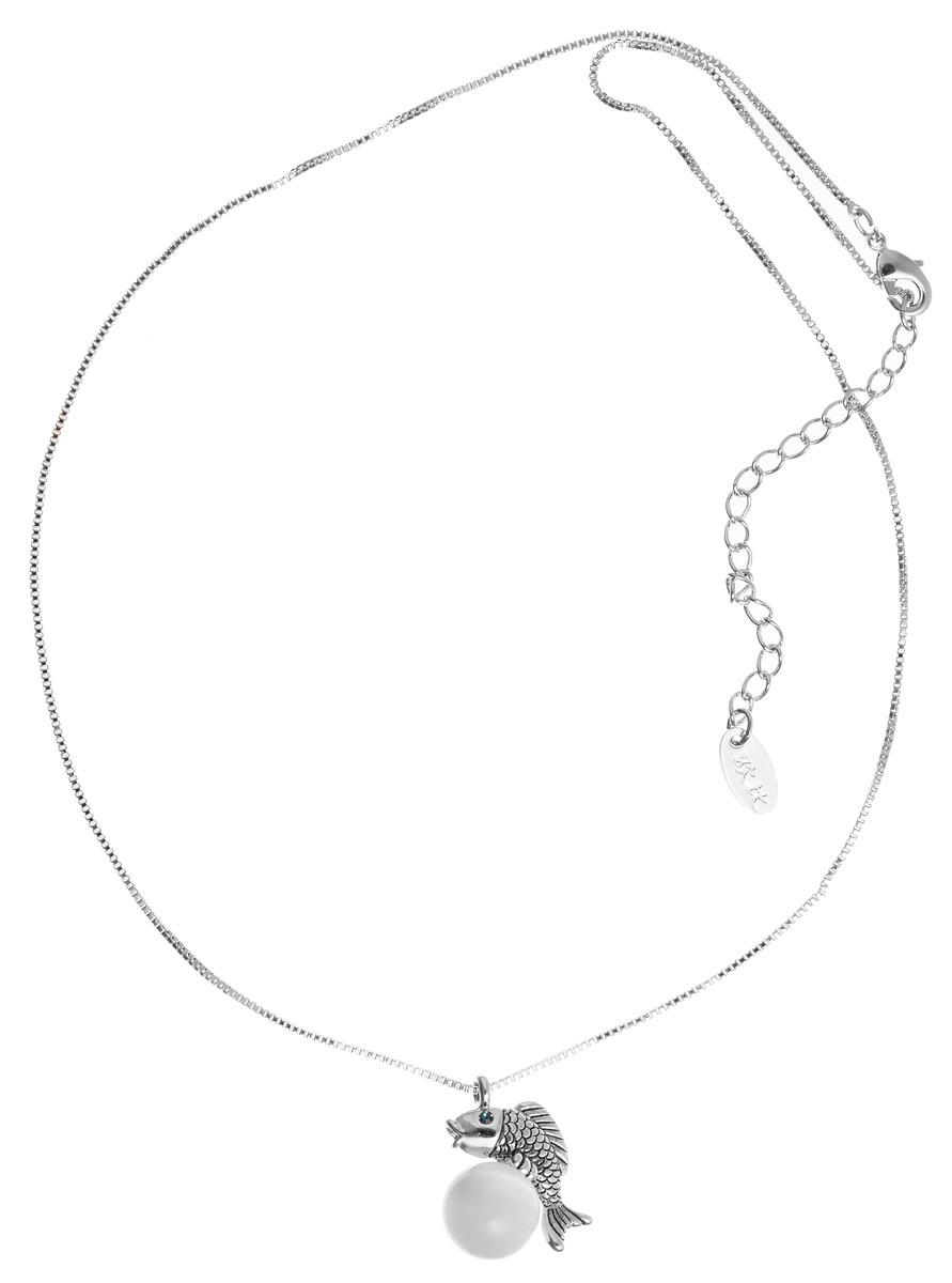 Колье Art-Silver, цвет: серебристый. 15448-46215448-462Великолепное колье Art-Silver выполнено из бижутерного сплава. Колье представляет собой тонкую цепочку, которая дополнена кулоном в виде рыбки с бусиной из натурального камня кошачий глаз. Подвеска украшена вставками из циркона. Изделие застегивается на замок- карабин с регулирующей длину цепочкой. Изысканное колье станет оригинальным аксессуаром, как для повседневного, так и для вечернего наряда, оно подчеркнет вашу индивидуальность и неповторимый стиль.