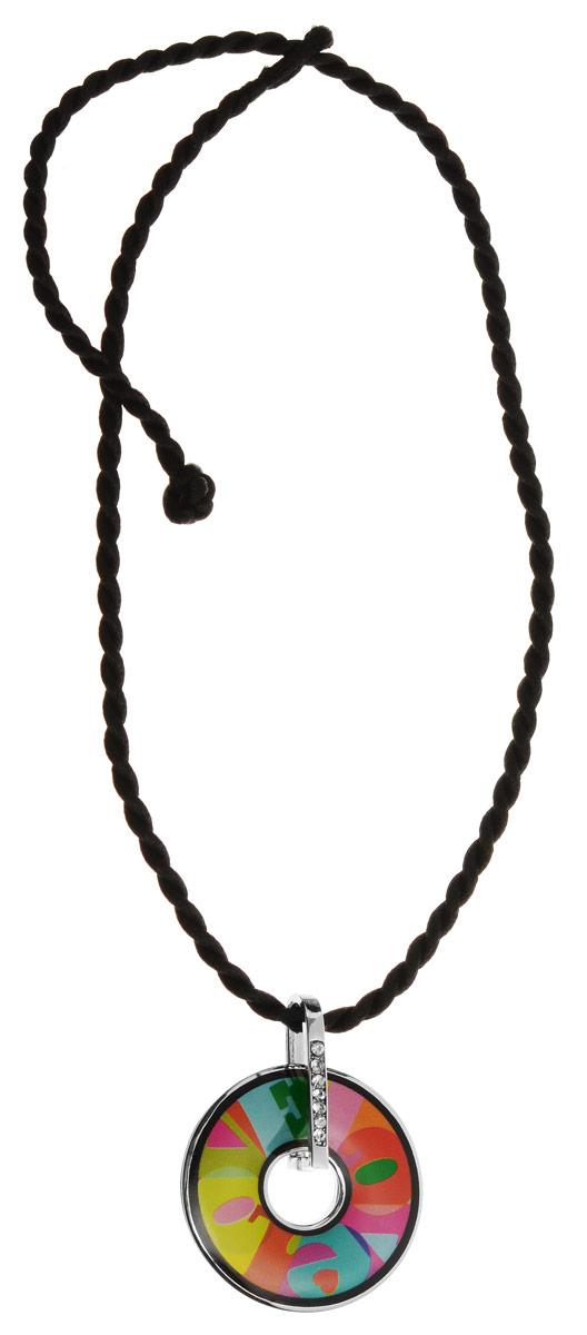 Колье Art-Silver, цвет: черный, серебряный, мультицвет. ФКЛ220-370ФКЛ220-370Оригинальное колье Art-Silver изготовлено из бижутерийного сплава и шелка. Изделие выполнено в виде витого шелкового шнура с подвеской, которая инкрустирована цирконами и оформлена вставкой из эмали. Колье застегивается на замок-петлю. В комплекте с украшением поставляется мешочек для хранения с фирменной символикой. Колье Art-Silver поможет дополнить любой образ и привнести в него завершающий штрих.