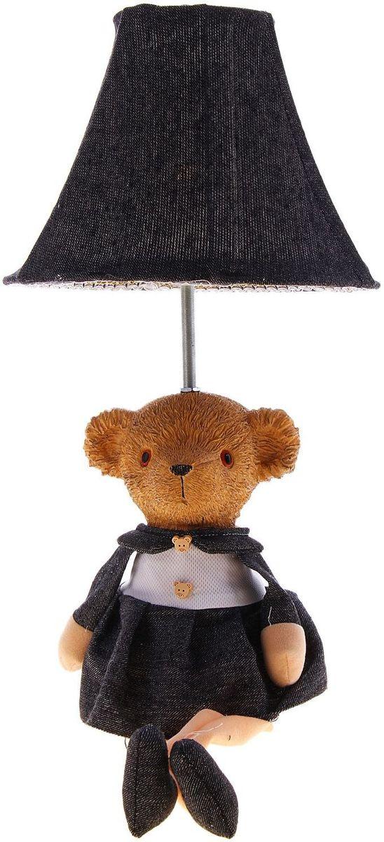 Лампа настольная Медвежонок с бантиком123706Детям веселей, когда их окружают яркие вещицы. Поэтому стоит продумать даже то, как будет выглядеть дополнительный источник света в комнате вашего малыша. Чаще всего подобные светильники ставят на прикроватную тумбочку или письменный стол, чтобы в комнате не оставалось неосвещённого пространства. Чтобы не оставлять своего маленького шалуна в полной темноте, просто «зажгите» светильник детский белый, с ним будет спокойней и вам и ребёнку. *Размещайте провода и другие, не предназначенные для детских ручек детали, таким образом, чтобы ваш шалун до них не дотянулся.