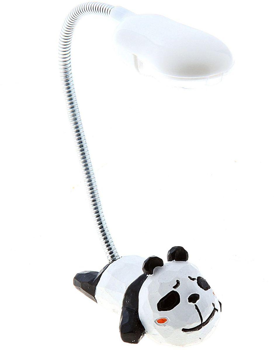Лампа настольная LED Панда140484Детям веселей, когда их окружают яркие вещицы. Поэтому стоит продумать даже то, как будет выглядеть дополнительный источник света в комнате вашего малыша. Чаще всего подобные светильники ставят на прикроватную тумбочку или письменный стол, чтобы в комнате не оставалось неосвещённого пространства. Чтобы не оставлять своего маленького шалуна в полной темноте, просто «зажгите» светильник детский белый, с ним будет спокойней и вам и ребёнку. *Размещайте провода и другие, не предназначенные для детских ручек детали, таким образом, чтобы ваш шалун до них не дотянулся.