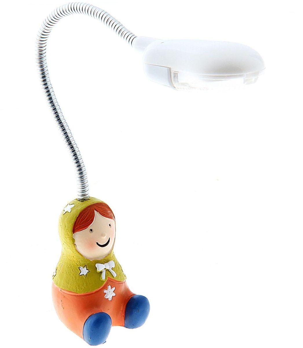 Лампа настольная LED Матрешка зеленая140487Детям веселей, когда их окружают яркие вещицы. Поэтому стоит продумать даже то, как будет выглядеть дополнительный источник света в комнате вашего малыша. Чаще всего подобные светильники ставят на прикроватную тумбочку или письменный стол, чтобы в комнате не оставалось неосвещённого пространства. Чтобы не оставлять своего маленького шалуна в полной темноте, просто «зажгите» светильник детский белый, с ним будет спокойней и вам и ребёнку. *Размещайте провода и другие, не предназначенные для детских ручек детали, таким образом, чтобы ваш шалун до них не дотянулся.