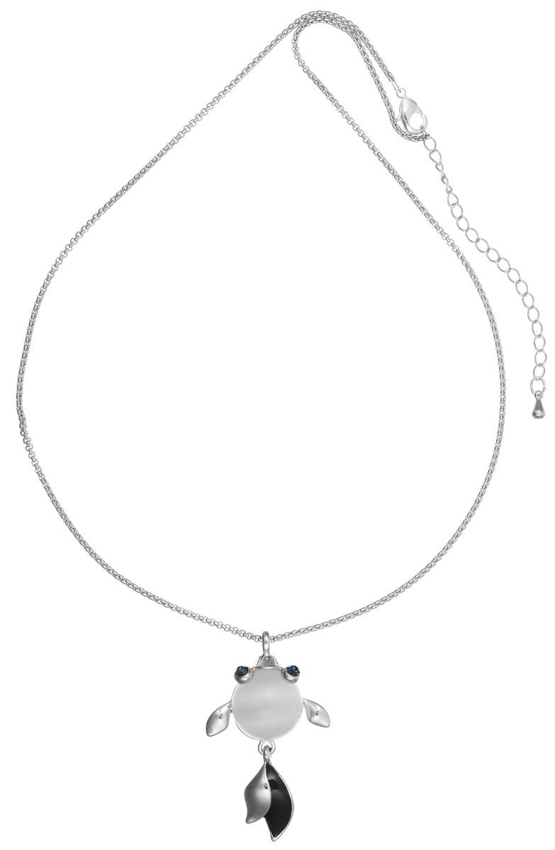 Колье Art-Silver, цвет: серебряный, черный, синий. E16484-S-608E16484-S-608Стильное колье Art-Silver выполнено из бижутерного сплава. Колье представляет собой цепочку оригинального плетения, которая дополнена подвеской в виде рыбки. Подвеска выполнена из кошачьего глаза, дополнена элементами из металла, покрытыми эмалью и инкрустирована кубическим цирконием. Изделие застегивается на замок-карабин с регулирующей длину цепочкой. Стильное колье станет оригинальным аксессуаром, как для повседневного, так и для вечернего наряда, оно подчеркнет вашу индивидуальность и неповторимый стиль.
