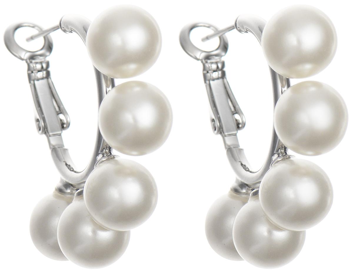 Серьги Art-Silver, цвет: серебристый, белый. 01594-46001594-460Оригинальные серьги Art-Silver, изготовлены из бижутерного сплава. Изделие имеет полукруглое основание снизу дополненное пятью жемчужинами майорика. В качестве основы украшения использован итальянский замок. Стильные серьги придадут вашему образу изюминку, подчеркнут красоту и изящество вечернего платья или преобразят повседневный наряд.