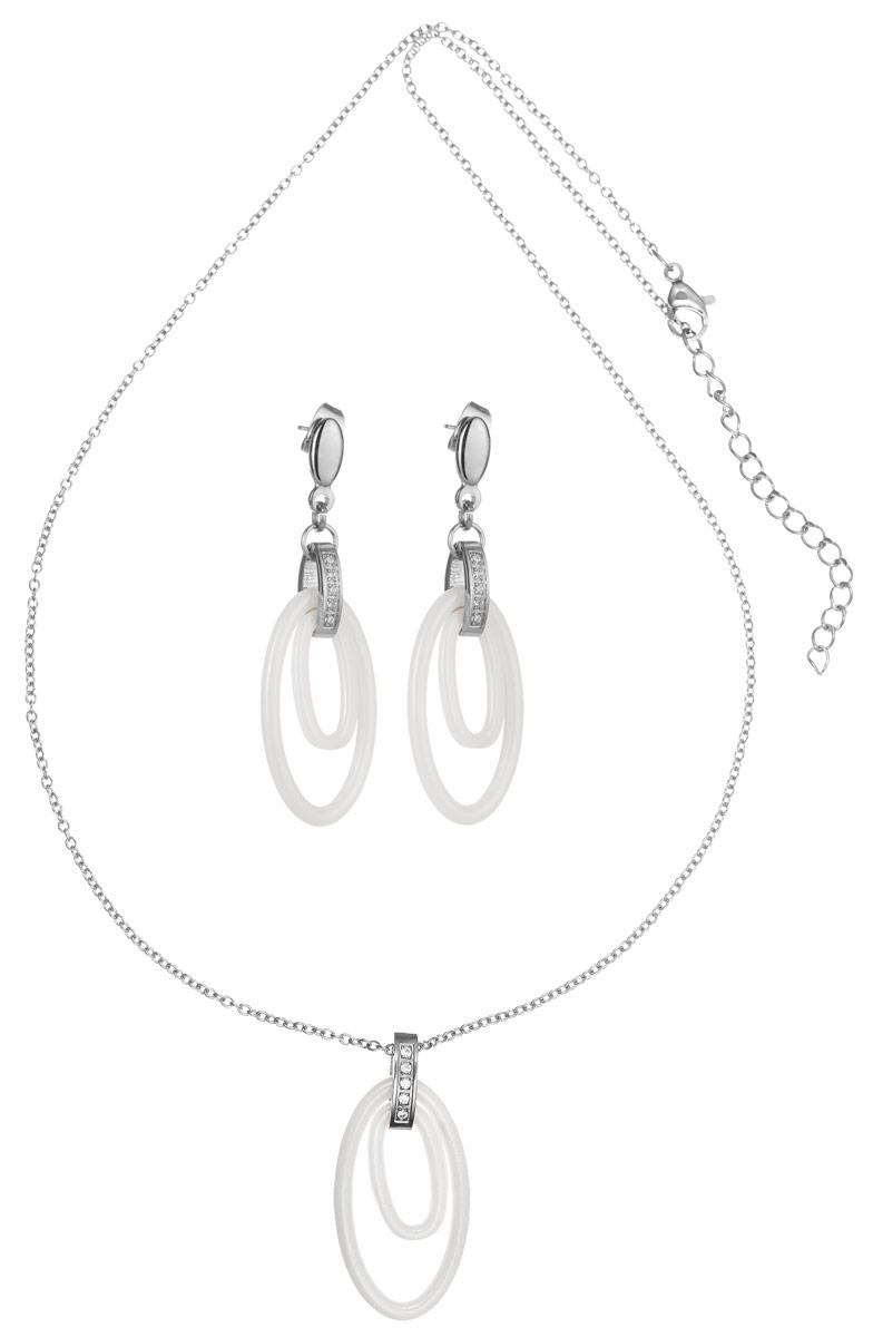 Комплект Art-Silver: колье, серьги, цвет: серебряный, белый. КБ0822-1114КБ0822-1114Оригинальный комплект украшений Art-Silver включает в себя стильные серьги и колье. Украшения выполнены из бижутерного сплава. Колье представляет собой тонкую цепочку с подвеской, выполненную из керамики, из двух элементов. Крепление подвески украшено кубическим цирконием. Изделие имеет надежную застежку-карабин с регулирующей длину цепочкой. Серьги с подвесками из керамики оригинально дополняют данный комплект. В качестве основы украшения использованы застежки-гвоздики с фиксаторами из металла, украшенные цирконами. Изящный комплект придаст вашему образу изюминку, подчеркнет красоту и изящество вечернего платья или преобразит повседневный наряд.