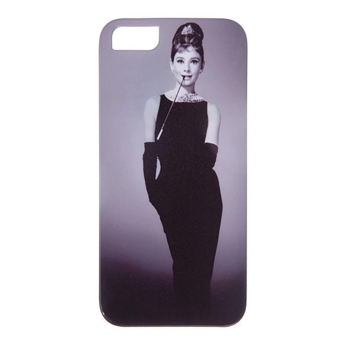 Mitya Veselkov Одри в черном платье чехол для Apple iPhone 5/5sIP5.МITYA-002Превосходный чехол для Apple iPhone 5 - для любителей заметных аксессуаров. Накладка придаст Вашему телефону индивидуальность и послужит прекрасной защитой от ударов и царапин.
