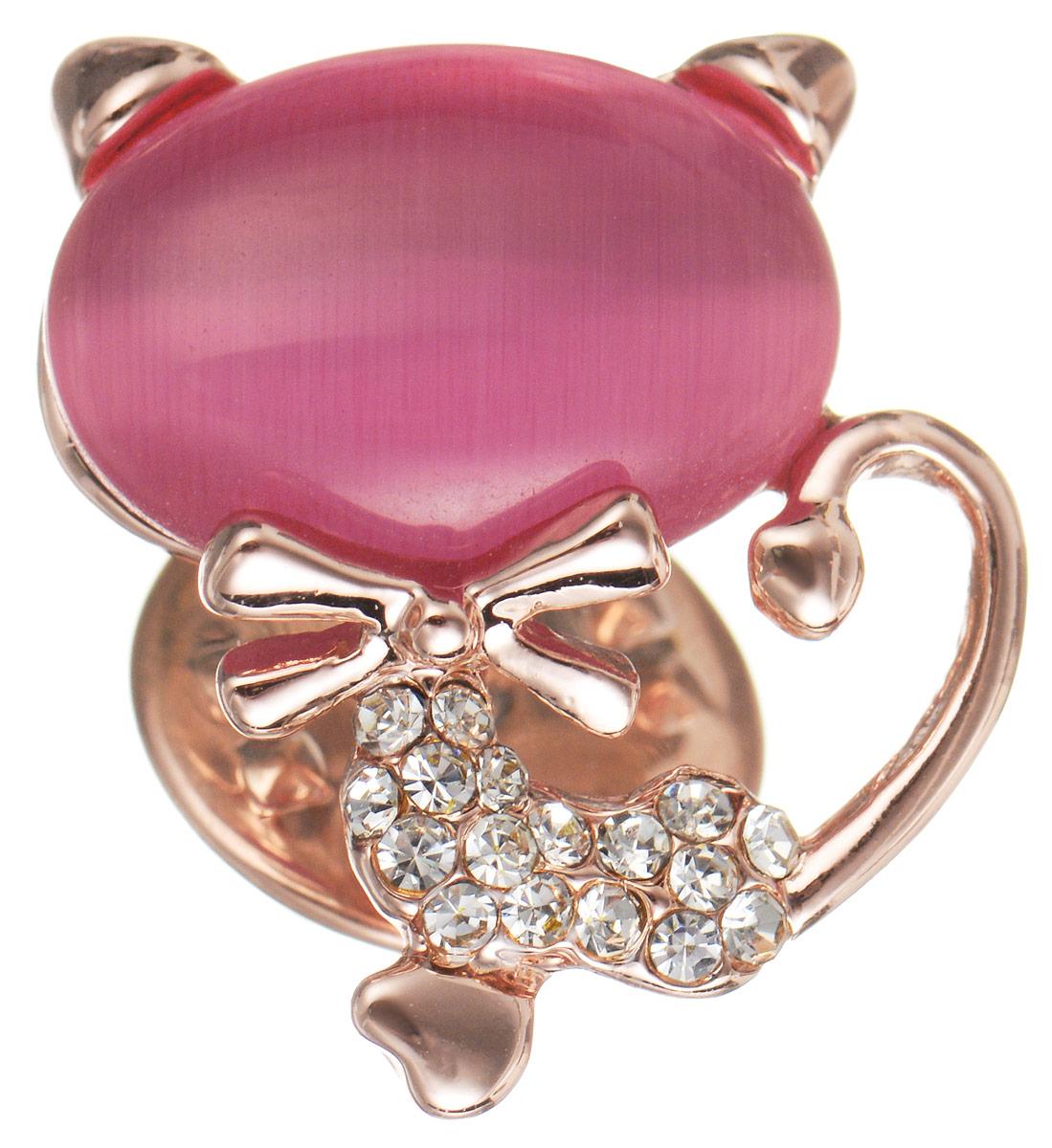 Брошь Art-Silver, цвет: золотистый, розовый. 011418-003-302011418-003-302Эффектная брошь Art-Silver, выполнена в виде кошечки из бижутерного сплава и оформлена стразами и искусственным камнем. Брошь крепится с помощью иголки с замочком. Такая брошь позволит вам с легкостью воплотить самую смелую фантазию и создать собственный, неповторимый образ.