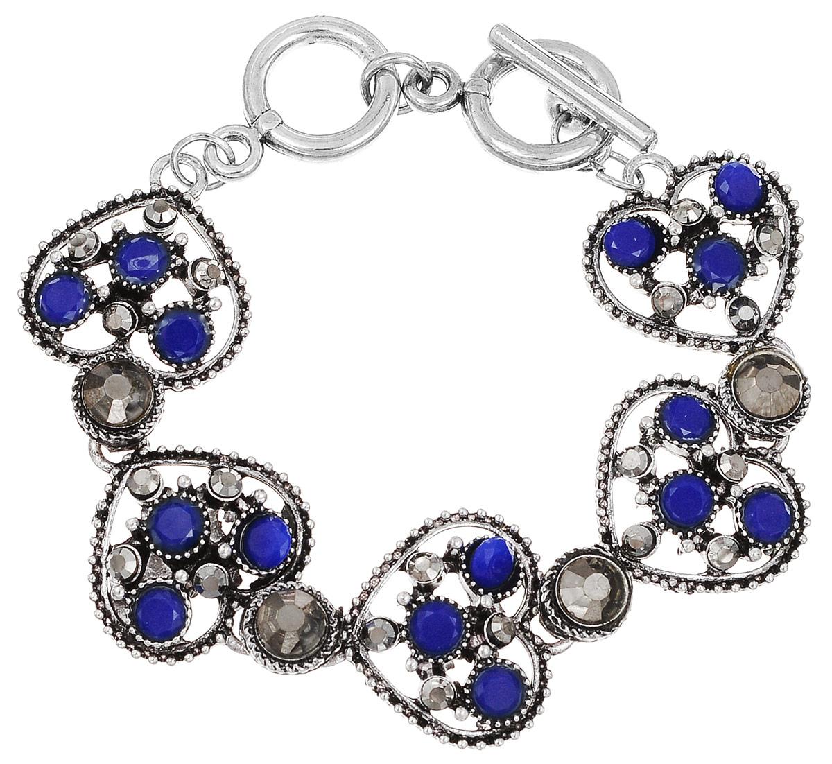Браслет Fashion House, цвет: синий, серебристый. FH33036FH33036Великолепный браслет Fashion House из высококачественного металла, позволит вам с легкостью воплотить самую смелую фантазию и создать собственный неповторимый образ. Браслет выполнен под старину, состоящий из кружевных звеньев-сердечек, оформленных стразами. Браслет застегивается при помощи застежки-тогл, благодаря которой браслет легко снимать и надевать. Красивое и необычное украшение блестяще подчеркнет ваш изысканный вкус и поможет внести разнообразие в привычный образ.