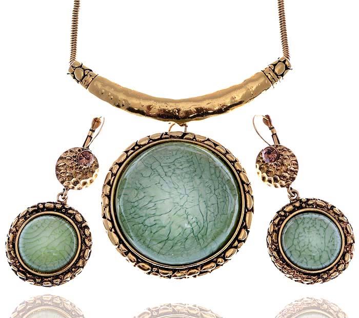 Комплект Лидия в византийском стиле: ожерелье и серьги от D.Mari. Ювелирный акрил, золотистые кристаллы, бижутерный сплав золотого тона. ГонконгFH31989Комплект Лидия в византийском стиле: ожерелье и серьги от D.Mari. Ювелирный акрил, золотистые кристаллы, бижутерный сплав золотого тона. Гонконг. Размер: Ожерелье - полная длина 42-49 см, размер регулируется за счет застежки-цепочки. Серьги - 7 х 3 см.