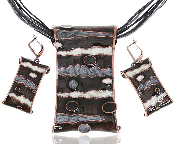 Комплект Агата: ожерелье и серьги. Текстиль, цветная эмаль, гипоаллергенный ювелирный сплав. Lisa Lone, Испания10099842Комплект Агата: ожерелье и серьги. Текстиль, цветная эмаль, гипоаллергенный ювелирный сплав. Lisa Lone, Испания. Размер: Ожерелье - полная длина 40-49 см, регулируется за счет застежки-цепочки. Серьги - 5 х 2 см.