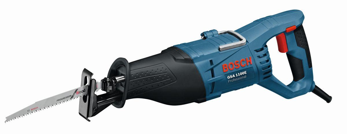 Сабельная пила Bosch GSA 1100 E060164C800Обзор технических характеристик Встроенный лазер для высокоточного пиления Встроенные боковые элементы для подачи заготовки Интуитивно понятная боковая фиксация наклона Ограничитель глубины для прорезания пазов 2-точечная система пылеудаления Встроенная рукоятка облегчает транспортировку Производительность резания при 0° 70 x 312 мм Производительность резания, угол скоса 45° 70 x 225 мм Производительность резки, угол 45° 48 x 312 мм Комплектация: Пильное полотно по древесине S 2345X 2608654403 Пильное полотно по металлу S 123 XF 2608654416 Чемоданчик 2610956923