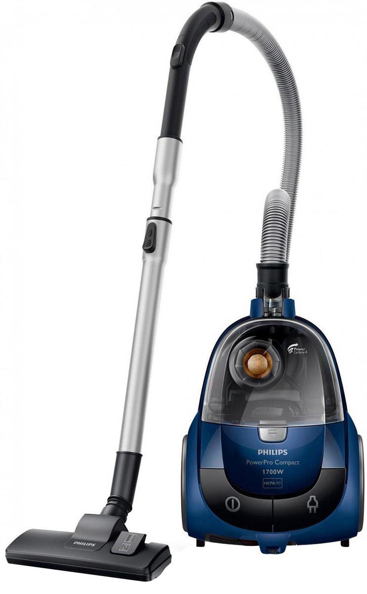 Philips FC8471/01 пылесосFC8471/01Пылесос Philips FC 8471/01 PowerPro Compact обладает технологией PowerCyclone 4, обеспечивающей идеальную чистоту и эффективное очищение воздуха. Даже самые мелкие частички пыли задерживаются в циклонической камере, а HEPA-фильтр удерживает те, что все же просочились, и к тому же борется с аллергенами. Также есть фильтр защиты двигателя, который при необходимости можно мыть. Philips FC 8471/01 PowerPro Compact оснащен удобным контейнером улучшенной конструкции: пыль и грязь в нем скапливаются с одной стороны, благодаря чему его можно очень легко и быстро опорожнить. Пылесос Philips обладает высокой мощностью - 330 Вт. В комплект входят три насадки - универсальная, маленькая и щелевая. Шестиметровый шнур позволяет убрать большую площадь, не теряя времени на переключение из одной розетки в другую - радиус действия пылесоса составляет целых 9 метров. Специальная удлиненная ручка упрощает процесс уборки в труднодоступных местах.