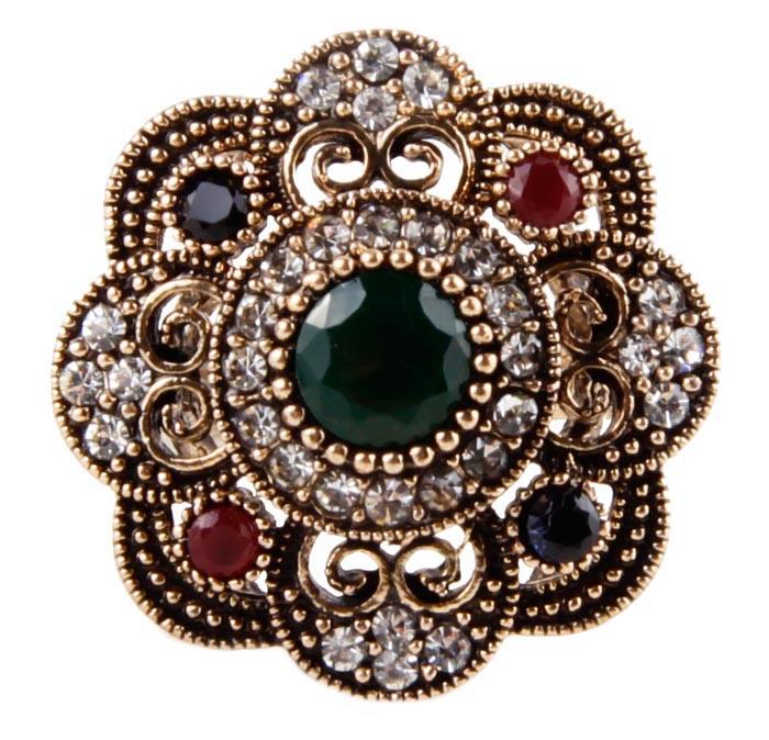 Кольцо Цветок в византийском стиле. Бижутерный сплав, австрийские кристаллы, искусственные камни. Конец XX века60025300Кольцо Цветок в византийском стиле. Бижутерный сплав, австрийские кристаллы, искусственные камни. Конец ХХ века. Размер 7. Сохранность хорошая. Предмет не был в использовании. Изящное украшение выполнено в ярко выраженном византийском стиле. Кольцо украшено целой россыпью австрийских страз, инкрустированы имитацией драгоценных камней. Представленное вашему вниманию изделие отличается высоким уровнем мастерства исполнения, оригинальным авторским дизайном. Этот аксессуар станет изысканным украшением для романтичной и творческой натуры и гармонично дополнит Ваш наряд, станет завершающим штрихом в создании образа.