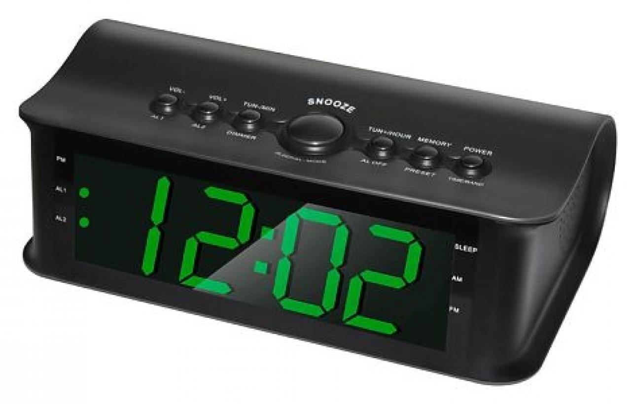 Радиобудильник Rolsen CR-182, Black1-RLDB-CR-182Простой и практичный радиобудильник ROLSEN CR-182 порадует вас как своим функционалом, так и доступной и невысокой ценой. Это устройство – прекрасный выбор для оборудования вашего дома, но также подойдет и для оснащения вашего рабочего кабинета. Часы в лаконичном черном корпусе оборудованы простой и понятной панелью управления с классическими механическими кнопками и большим и ярким дисплеем с мягкой зеленой подсветкой. Такая нейтральная подсветка будет особенно уместна как в спальне, так и на рабочем столе. Радиобудильник ROLSEN CR-182 разбудит вас в нужное время любым из двух способов: вы можете выбрать штатный звуковой сигнал, а также вы можете установить включение радио в качестве будильника. Если же вы хотите послушать радио перед сном, рекомендуется воспользоваться функцией таймера сна.